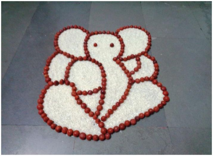 rangoli design from rice and pulses